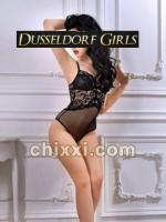 Simone, 23 Jahre alt mit schwarzen Haaren - Kategorie: Callgirls und Escort aus Düsseldorf (Düsseldorf Girls)