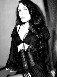 Lady Orlanda wird Dich umschlingen und Dich in die absolute Hilflosigkeit bringen - Sie wird Dich entbößen, ausliefern, darbieten und benutzen und Dich ihre ganze Härte spüren lassen