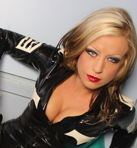 Bizarrlady Jaye - blondes Gift liebt das Spiel aus Dominanz und Unterwerfung um Dich in ihrer Welt der Softdominanz und Bizarrerotik nach Belieben zu benutzen