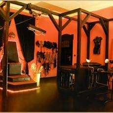 BDSM Studio Tartarus in Friedenau - Dominas und bizzarre Ladys bringen hier mit harter Hand den devoten Sklaven und Diener, den Masochisten, Bondage-Liebhaber, Gummifetischisten und den Klinikpatienten zum lustvollen Höhepunkt