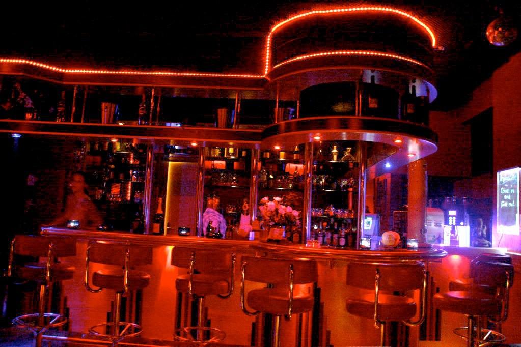 Private Stripshow Und Sex In Einem Leeren Club